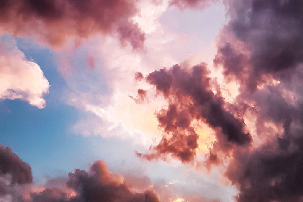 Ik geloof het wel: 'opa op een wolk'